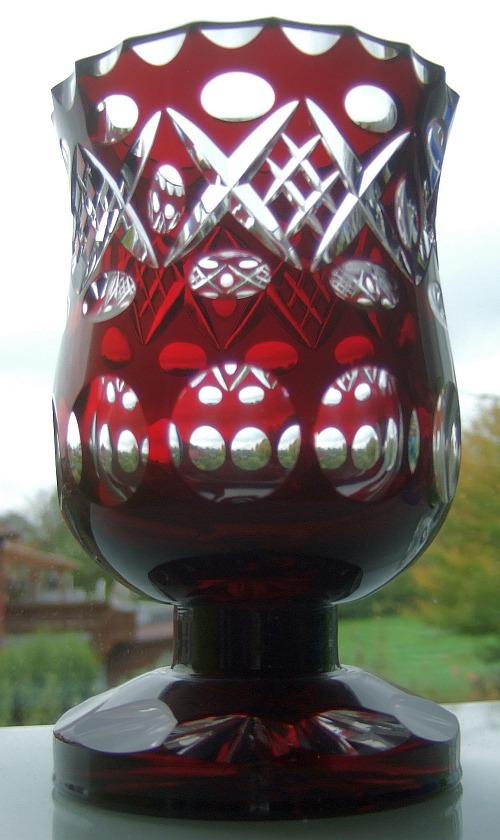 Rubinglas, Überfang, aus der Vohenstraußer Gashütte Füger und Taube