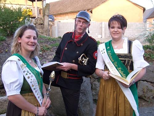 Norbert Neugirg und die Hallertauer Hopfenköniginnen am 19. April 2007 im Schlafferhof