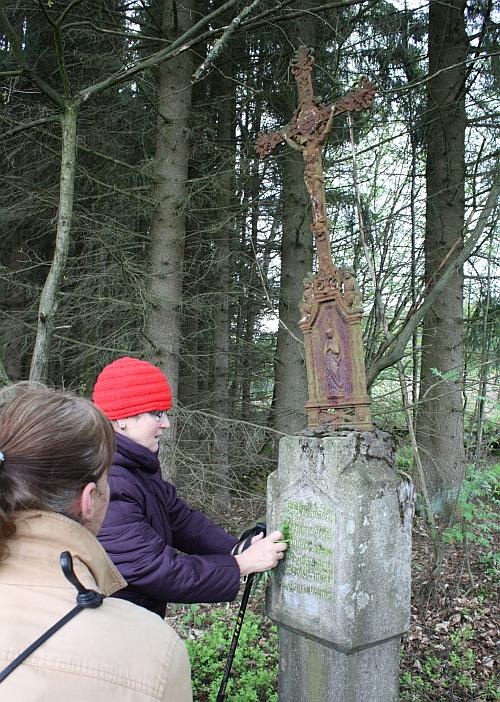 Bildstock mit Gusskreuz am Mitterlangauer Kirchsteig, Foto Georg Lang, Oberviechtach