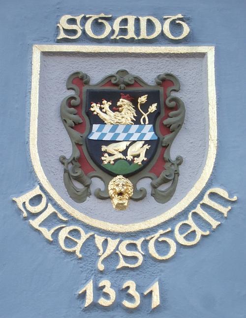 Wappen am Rathaus von Pleystein